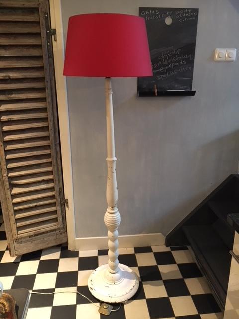 Witte houten brocante staande lamp