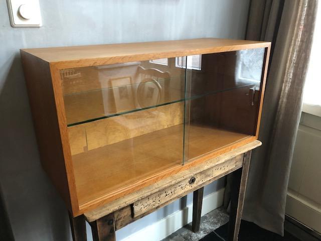 vintage vitrinekast glas hout