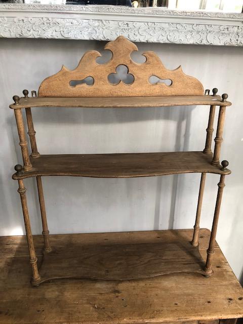 brocante houten wandrek