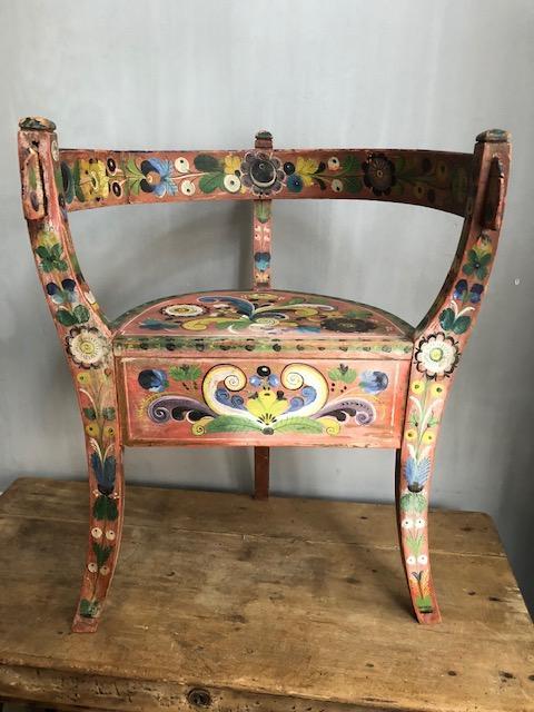 antieke kinderstoel