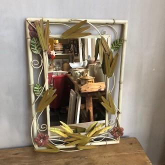 Vintage spiegel met aren en bloemen