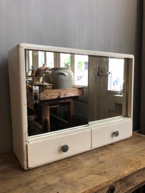 vintage badkamerkastje met spiegel en lades