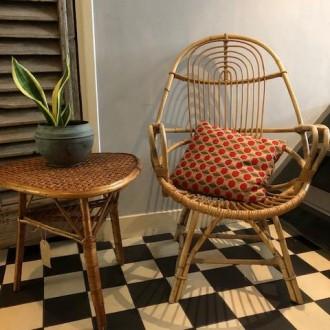 Vintage rotan fauteuil en bijzettafeltje