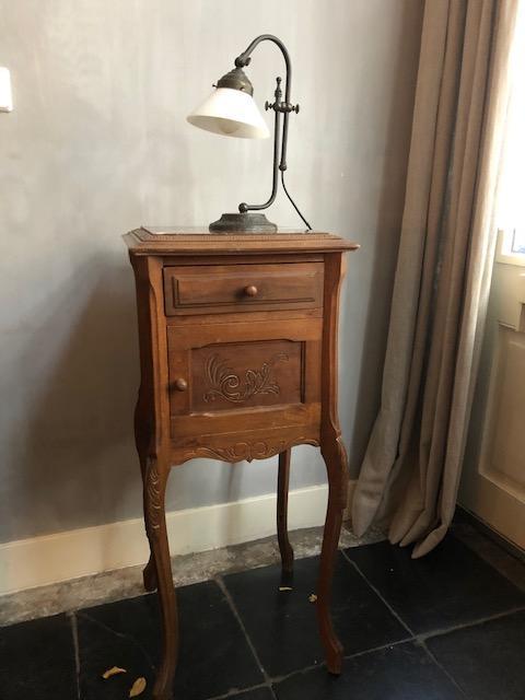 antiek frans nachtkastje