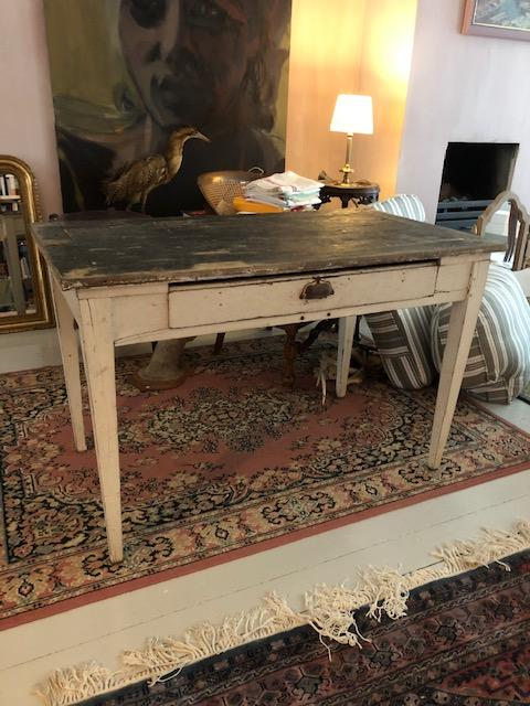 brocante tafel of bureau