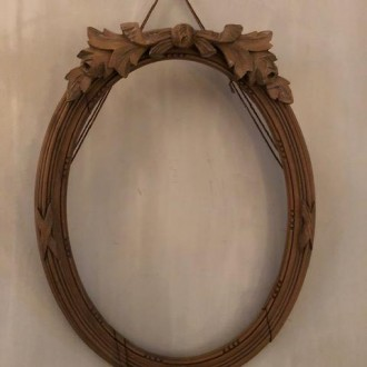 Oude ovale houten striklijst