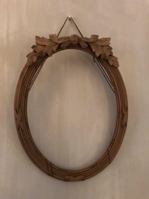 oude ovale houten lijst