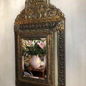 Oude kussen spiegel met verborgen kastje
