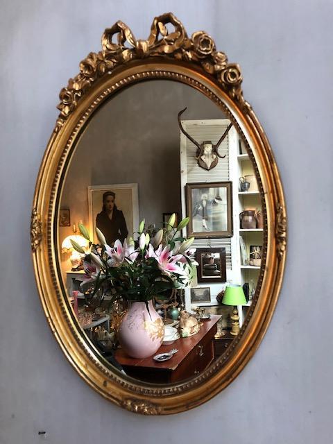 Ovale gouden strik spiegel