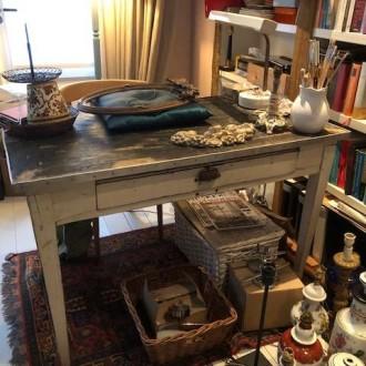 Brocante tafel met ruime lade