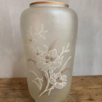 Vintage glazen vaas met bloemenmotief