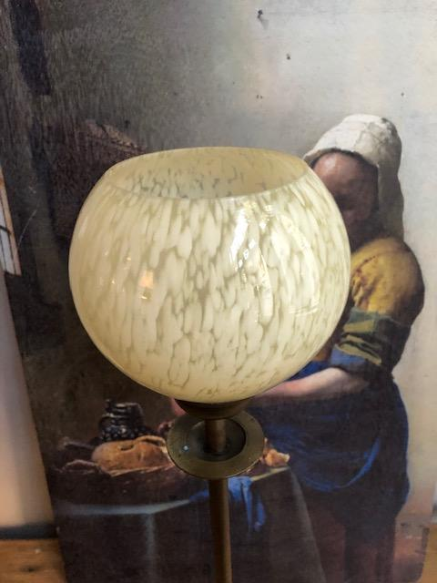 tafellamp met glazen kelk