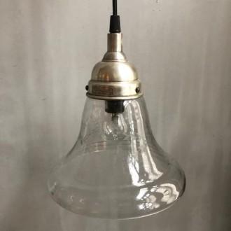 Glazen hanglampje met graveringen