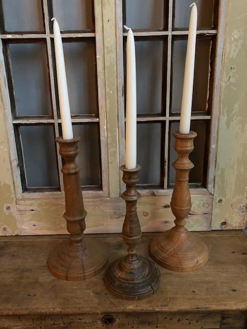 oude houten kaarsenkandelaren