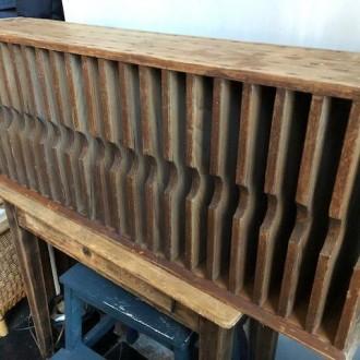 Stoere antieke houten brievenkast (postkast vakkenkast dossierkast)