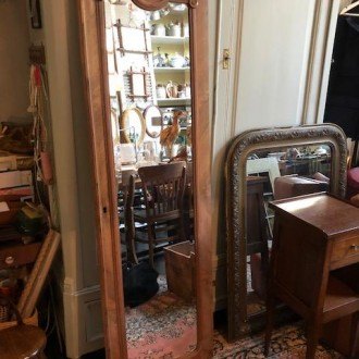Oude Franse kastdeur spiegel met geslepen facet rondom