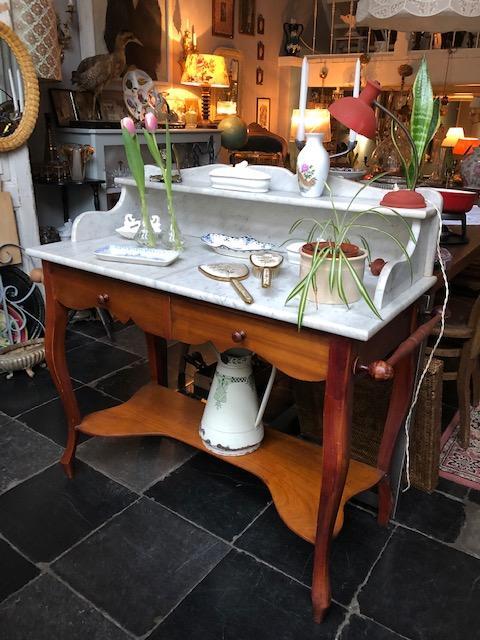 Antieke wastafel