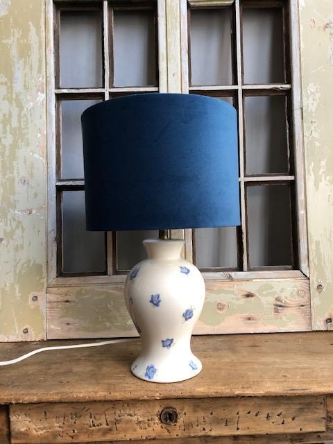 Franse keramieke lamp met bloemetjes