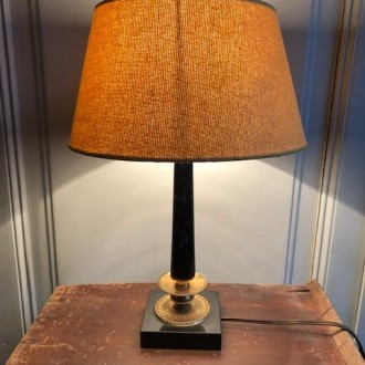 Antieke Franse lamp met nieuwe okergele kap