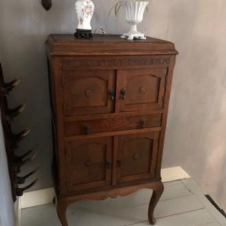 Antiek kastje, voorheen muziekkastje (ca 1900)