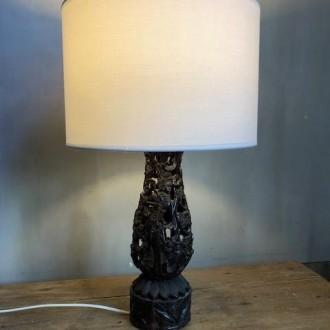Vintage tafellamp met Oosterse houtsnijwerk