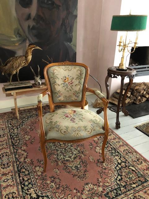 Louis XVI of dames fauteuil