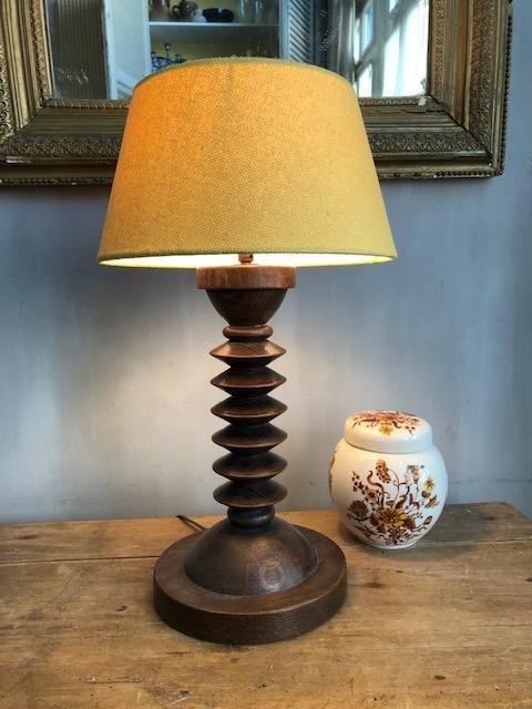 stoere vintage tafellamp met nieuwe oker gele kap