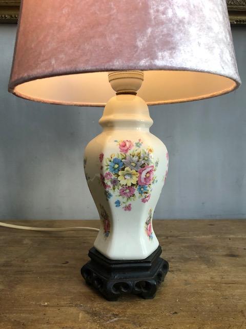 Franse vintage tafellamp met bloemen