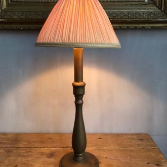 Klassiek brocante tafellampje