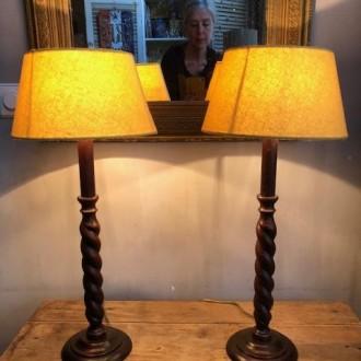 Set houten bedlampjes met nieuwe oker gele kappen