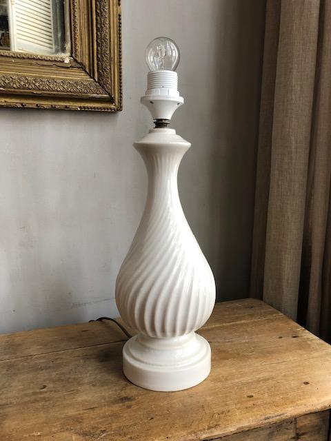Antieke porseleinen tafellamp
