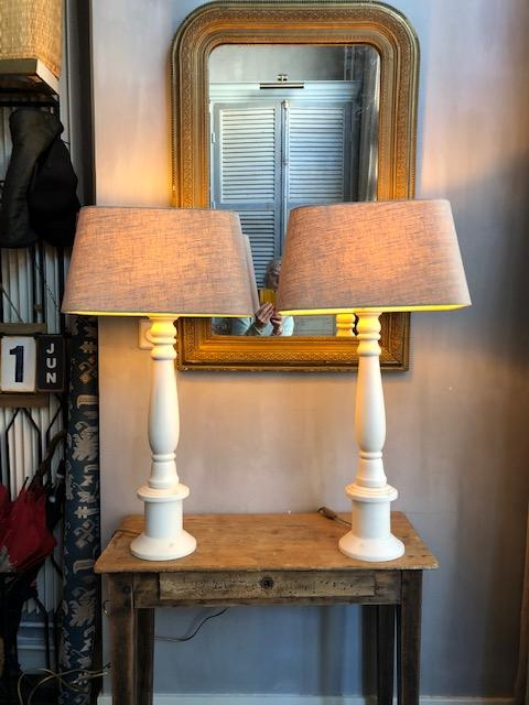 set hoge landelijke houten tafellampen