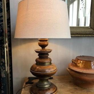Landelijke houten tafellamp