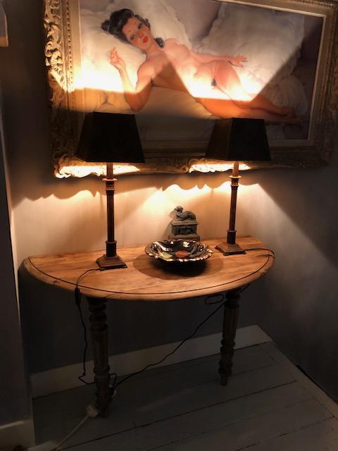 Antieke houten wandtafel of wandconsole