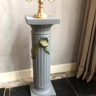 Franse pied de stalle van gips met mooie versiering
