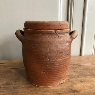Oude aardewerken Franse pot met deksel