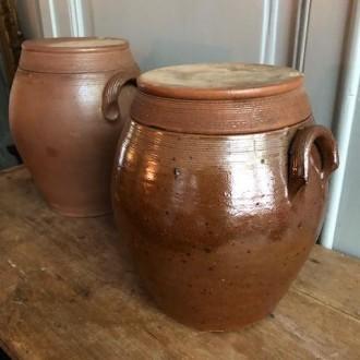 Aardewerken bolle gres potten met deksel