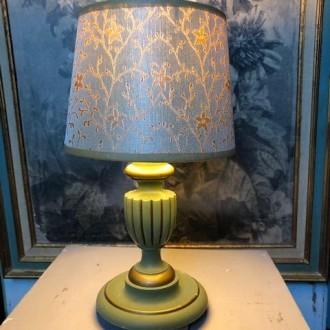 Brocante tafellampje met handgemaakte zijde kap