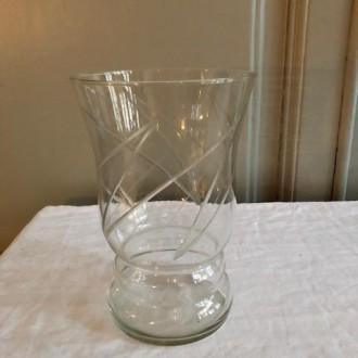 Antieke vaas met geslepen glas