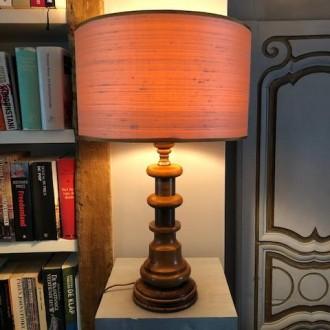 Houten tafellamp met zijde kap